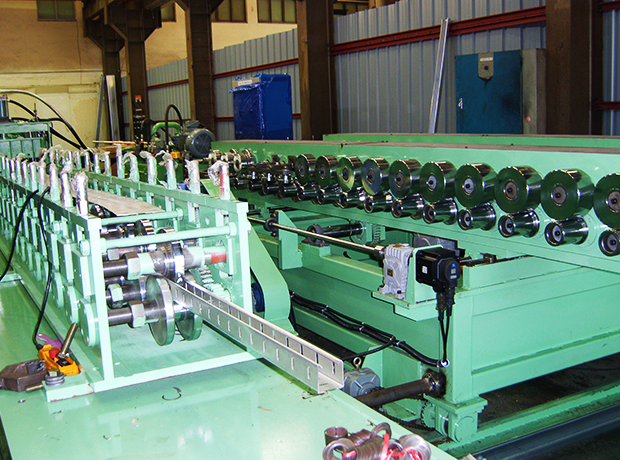 Cable-tray-and-duct-roll-forming-machine