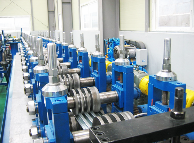 Steel pallet roll forming machine